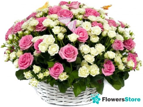 Basket with roses mix