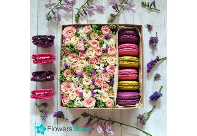 Order flowers composition with macaroon in Kiev